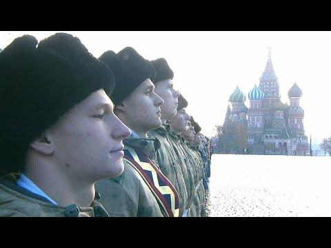 Moskauer Militärparade vom 7. November 1941 nachgeste ...