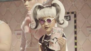 木下優樹菜の娘・莉々菜(りりな)がCMデビューしていた!収録現場ではママからの「そう!イイ感じ」とアドバイスも/タカラトミー『L.O.L. サプライズ!』CMメイキング映像
