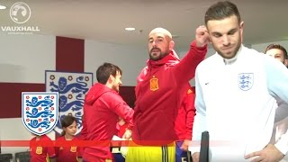 Nonton Reina & Henderson Reunite - England v Spain (Tunnel Cam) 2016 Friendly | Inside Access Film Subtitle Indonesia Streaming Movie Download