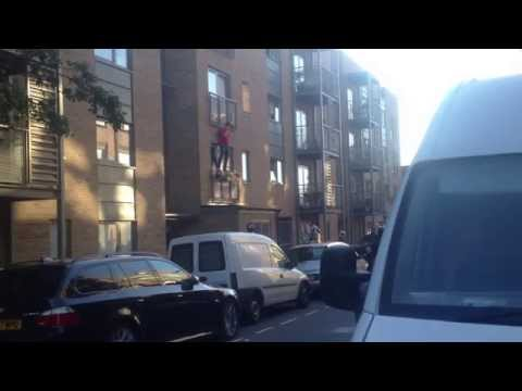 UK Police try to arrest man in Fulham, West London