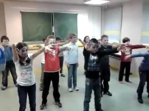 Les Petits Malins dansent sur Thriller (Groupe renards)