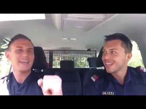 hören - Auch bei der Polizei folgt man dem musikalischen Trend.... https://www.facebook.com/polizeiatemlos.