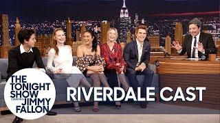 Video The Cast of Riverdale Gives Jimmy Fallon His Own Jughead Crown MP3, 3GP, MP4, WEBM, AVI, FLV Oktober 2018