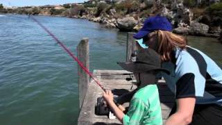 Mum & kids go fishing [VIDEO]