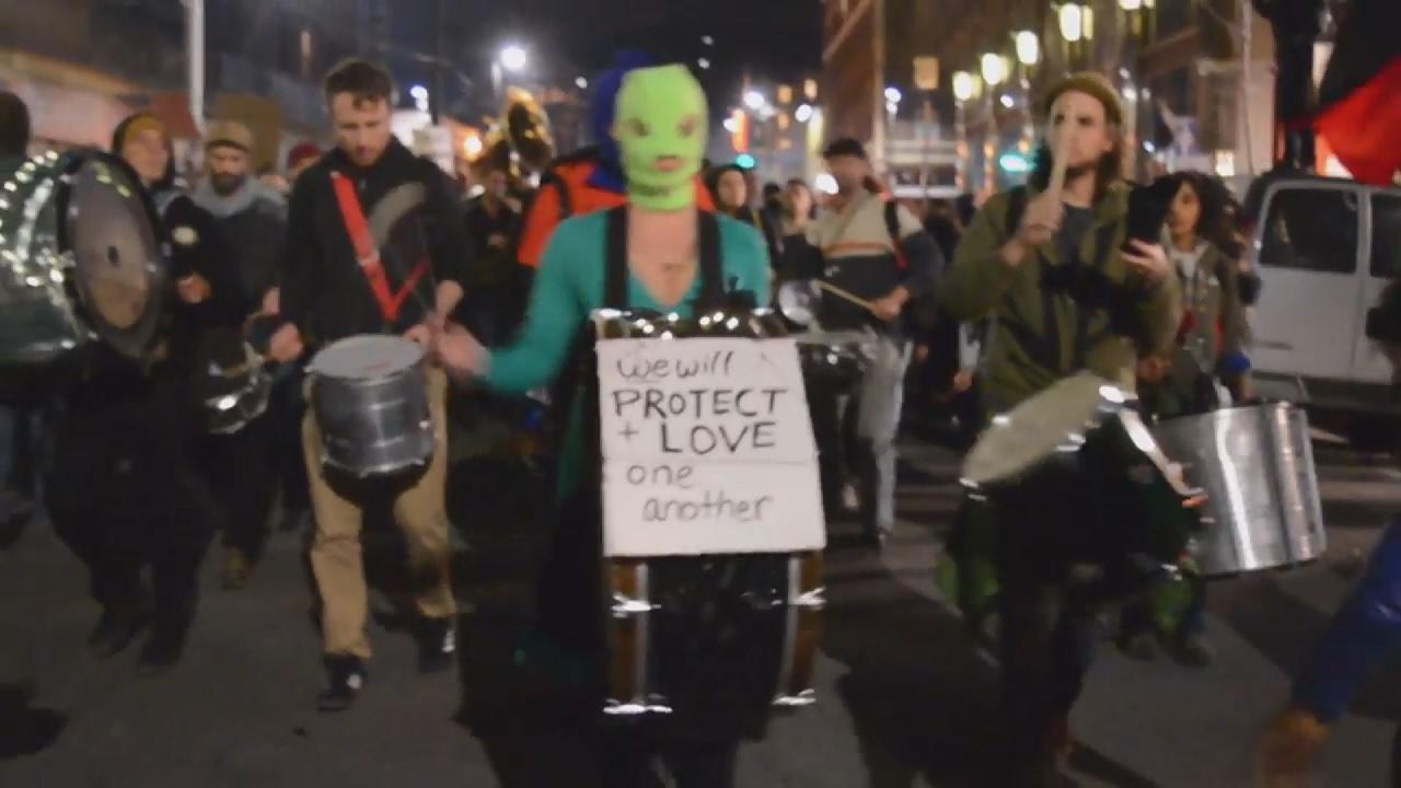 Βίαιες διαδηλώσεις στο Πανεπιστήμιο Μπέρκλεϊ κατά της ομιλίας του ακροδεξιού, Μ. Γιαννόπουλου