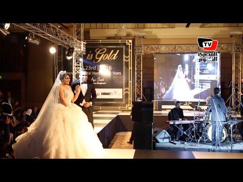 مي كساب تظهر في عرض أزياء بفستان زفاف