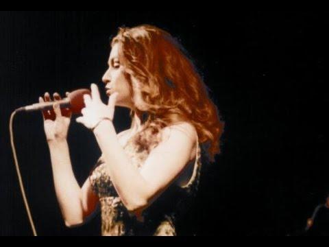Leonora Jakupi 'kall' publikun e Prishtinës (Video)