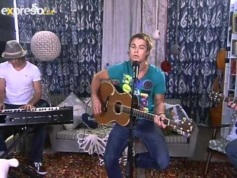 """Bobby van Jaarsveld Performs """"Net vir Jou"""" on eXpresso"""