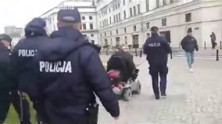 Brawurowa ucieczka wózkiem elektrycznym przed 5 policjantami