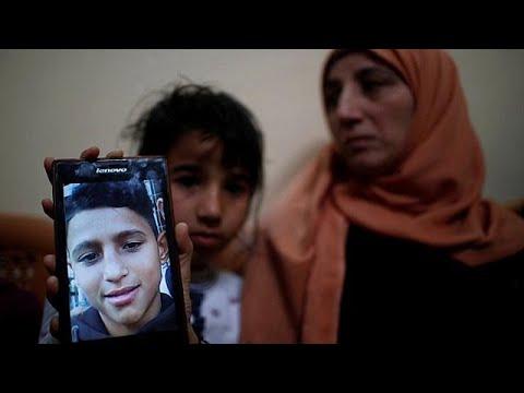 العرب اليوم - شاهد: عائلة تودّع طفلها الذي قُتل برصاص جنود إسرائيليين في غزة