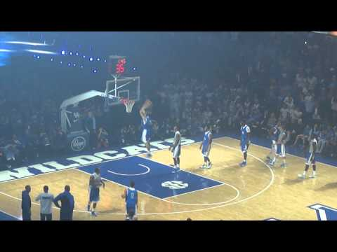 Warm up dunks at Big Blue Madness featuring @dhawk_25 and more
