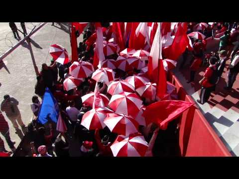 La banda del Rojo ya llegó + salida del equipo - La Barra del Rojo - Independiente