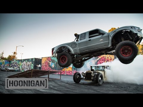[HOONIGAN] DT 134: Prerunner Jumping over Hand-Controlled Hot Rod (видео)