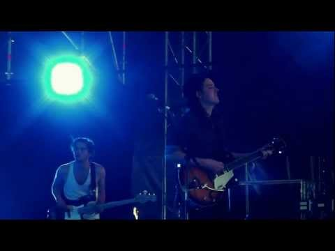 Amazing voice for such a young dude. Watch @JamieNCommons perform @Pukkelpop #pkp12 [video]