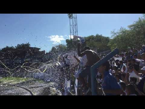 Recibimiento Aliancista en Santa Ana - Alianza (0-1) Fas - La Ultra Blanca y Barra Brava 96 - Alianza - El Salvador - América Central