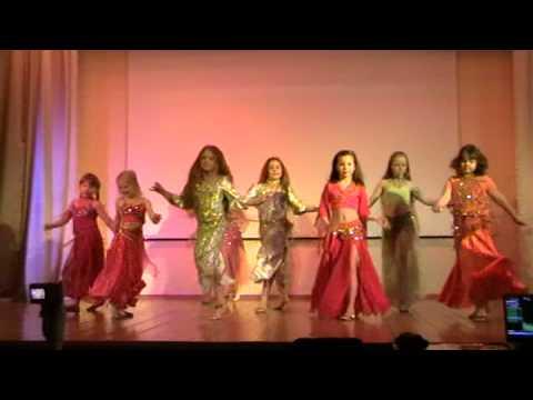 Детские танцы. Танцуют гномики.