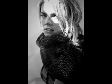 Tekst piosenki Ania Dąbrowska - Dorosłość Oddać Musisz Albo Niepewność po polsku