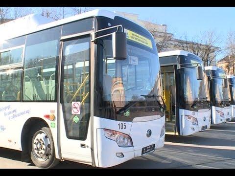 Сегодня на площади Победы-Софийская водителям Автобусного парка были вручены ключи от 5 новых