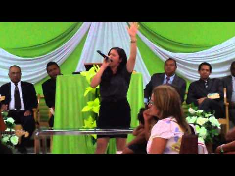 Keren cantando em Canudos