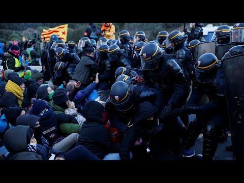 «Δημοκρατικό Τσουνάμι» για την Καταλονία στα γαλλο-ισπανικά σύνορα…