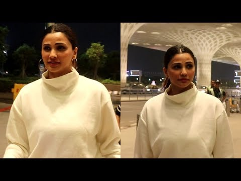 Beautiful Daisy shah spotted at airport