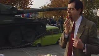 MrBean - Mr Bean - Car squashed by tank