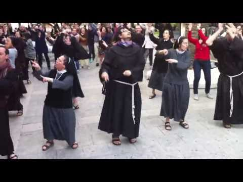 Flash mob : Frati e suore in piazza Yenne