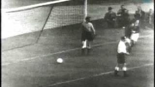 Nandor Hidegkuti trifft beim 6:3 gegen England (1953)