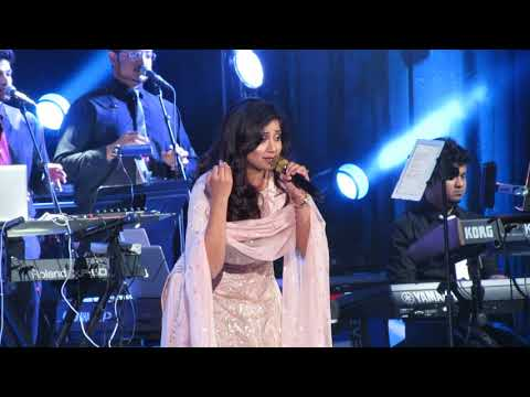 Video Manwa Laage Shreya Ghoshal Live (Happy New Year) download in MP3, 3GP, MP4, WEBM, AVI, FLV January 2017