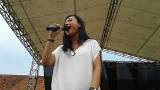 Video Killing Me Inside Ft. AIU - Biarlah Live Smk Negeri 1 Pebayuran (Tele10s Smkn 1 Pebayuran) Part 1 MP3, 3GP, MP4, WEBM, AVI, FLV Mei 2019