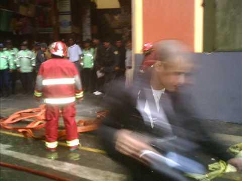 Incendio de Mesa redonda y las piletas de Castañeda (Video Sorprendente)