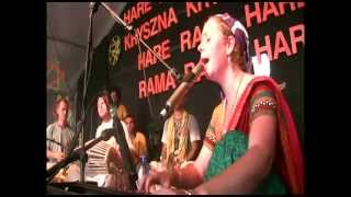 Download Video woodstock 2013 .. jahnavi harison heart touching kirtan MP3 3GP MP4