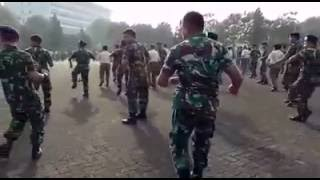 Video Anggota TNI goyang GEMU FA MIRE MP3, 3GP, MP4, WEBM, AVI, FLV Juli 2018