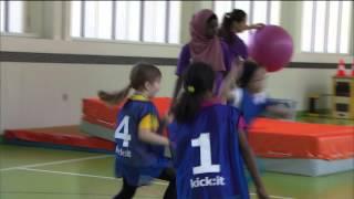 Mehr Selbstvertrauen und Selbstbewusstsein für Mädchen mit Migrationshintergrund Dank Fussball. Unterstützt durch den...