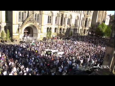 Vigil Held for Victims of Manchester Attack in UK (видео)