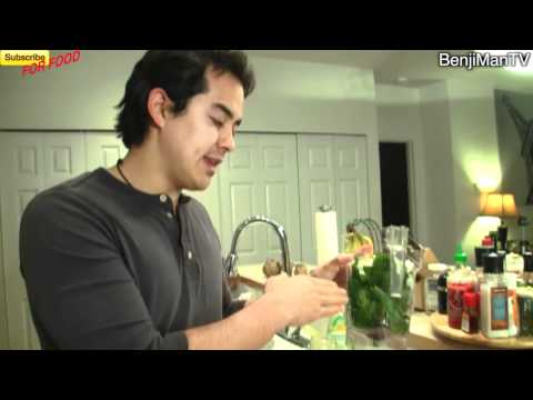 Red Juice Recipe (healthy, easy  quick)- BenjiManTV Juicing!