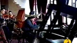 video y letra de Aca entre nos.  por Vicente Fernandez