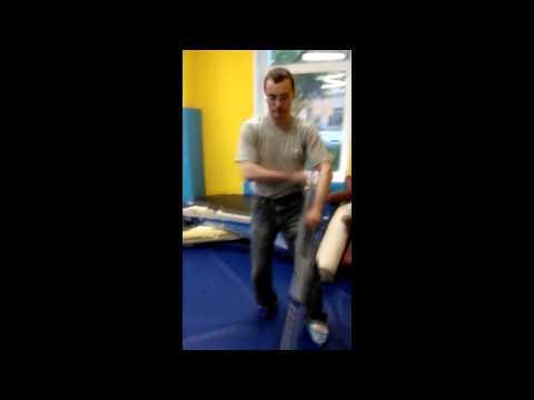 С А О Стрела Тренировка со сломаной ногой  Учимся понимать тело и предметы пользования (видео)