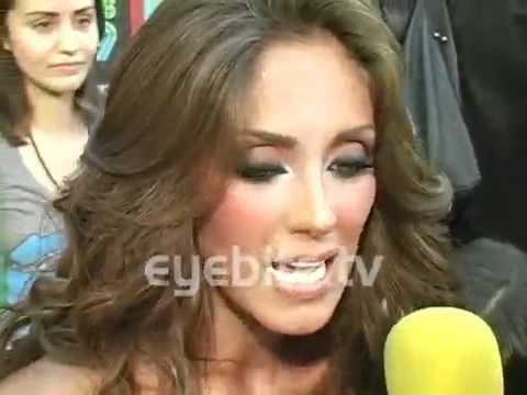 Anahi le piso el vestido a amandititita en los MTV