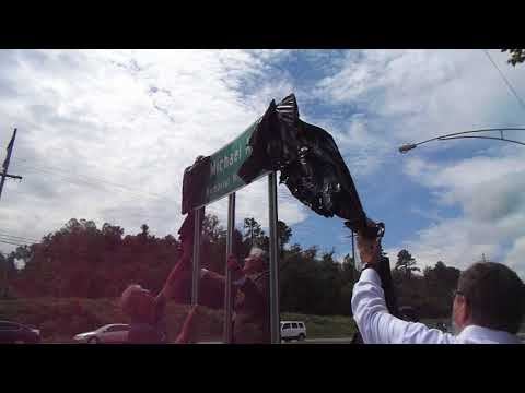 Video: State Sen. Frank Niceley and others take the wraps off the Mike Faulk sign.