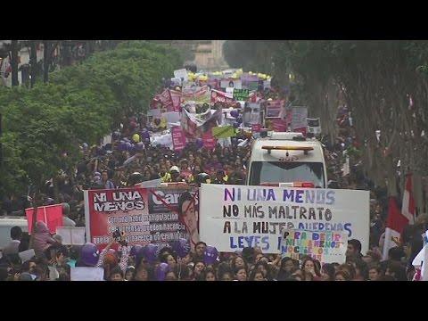Περού: «Καμία άλλη» – Πορεία κατά της κακοποίησης των γυναικών