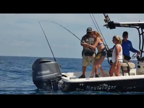 NauticStar 244 XTS Center Consolevideo