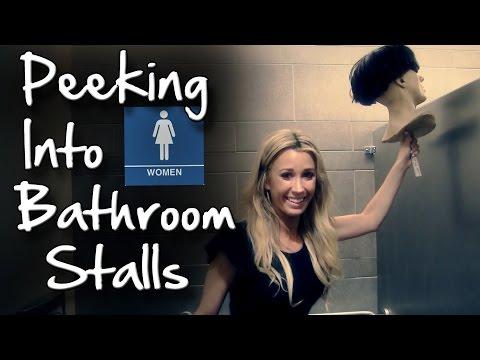 上廁所時,突然有個男人探頭偷看!恐怕已經造成她們的心理陰影…