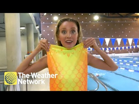 Weather reporter gives MERMAID SCHOOL a try, it goes surprisingly well