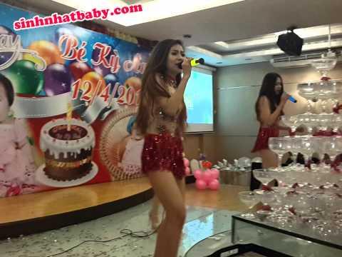 Nhảy sexy trong tiệc sinh nhật