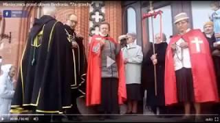 """Tymczasem pod Słupskim ratuszem """"miesięcznica"""" w intencji nawrócenia Roberta Biedronia.."""