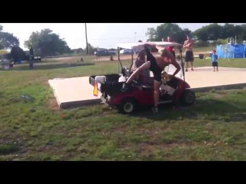 Fail! Salto sobre un carrito de golf