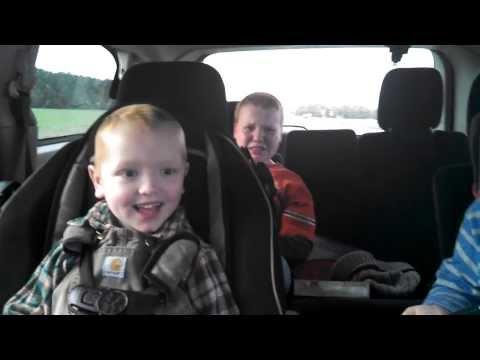 Barnas reaksjon når mamma er gravid med tvillinger!