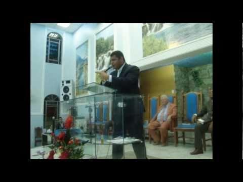 PRESBITERO ROGERIO SILVA PREGANDO CULTO DA VITORIA EM NOVA SERRANA
