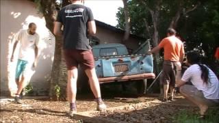 Veja o resgate da Kombi (abandonada por 40 anos) que foi para o Salão do Automóvel